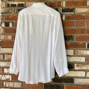 Love Stitch Woman's White blouse Size Large 🤍